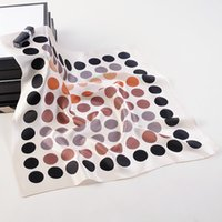 Mme Coréen Version du nouveau foulard en soie de soie de 53 cm Petits points noirs Petite écharpe à rayures Écharpes Écharpes Ecardons 255a
