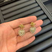 Coração de ouro 14k em forma de brincos de prisioneiro de cristal adequado para jóias de abelha para casamento senhoras