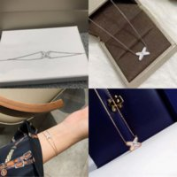 r7uAmerica Fashion Style casio neckla Jewelry Sets With Women Hollow Out Sets Flower Lady Diamond V Initials Necklace Bracelet