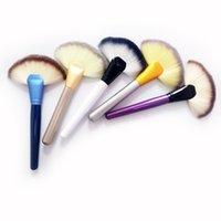 Cepillo de ventilador suave Portátil Portátil Pincel de Maquillaje Profesional Pinceles Fundación Pequeño Tamaño Con Diferentes Colores Herramientas Cosméticas WQ342