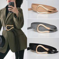 Mode Frauen Gold Metallgürtel gekrümmt GROSSE Hufeisen U Schnalle Luxus Mikrofaser Leder Doppelgürtel für Mantel Kleid Pullover LJ200921