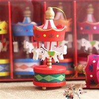 Bois Carousel Cheval Pendentif Mini Cheval Home Ornement Jouets Enfants Prendre des Accessoires Personnes Uniformes Cadeau de fête d'anniversaire 1 8JY H1