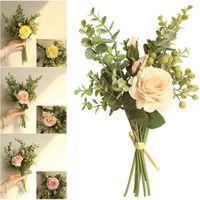 الزخرفية الزهور أكاليل اليدوية الأوكالبتوس + الورود حزمة التوت الاصطناعي زهرة للمنزل الزفاف ديكور وهمية الزفاف اليد الزهور 1