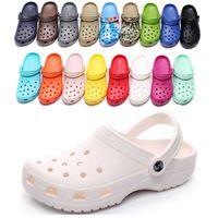 2021 Hotsale Mode Slip On Casual Beach Clogs Wasserdichte Schuhe Männer Klassische Krankenpflege Clogs Krankenhaus Frauen Hausschuhe Arbeit Medizinische Sandalen