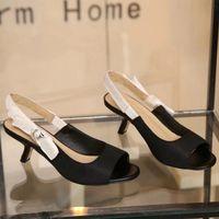 Venta caliente letra arco nudo tacones altos talones de malla plana estilista zapatos mujer pista punta punta zapatos de tacón bajo mujer gladiaor sandalias