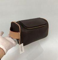 شحن مجاني مصمم الأزياء الرجال السفر حقيبة مرحاض جلد طبيعي سعة كبيرة أكياس التجميل أدوات الزينة حقيبة ماكياج الحقيبة للنساء A5