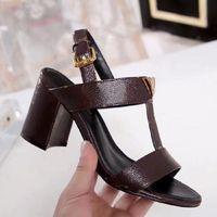 Classici Donne Scarpe Sandali Sandali Spiaggia Spessa Pantofole di fondo Alfabeto Lady Sandali Leather High Heel Shoes Slides SH008 L06