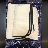 Vente chaude couleur solide corail peluche sèche-serviette 4 couleurs baignoire portable plage serviette fourrure de serviette souple style de mode avec emballage cadeau