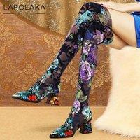 Botas Lapolaka 2021 Arrivals Matriz Punta puntiaguda Tacones gruesos sobre la rodilla Zapatos de mujer alta Zapatos Retro Flor Slip-On Lady