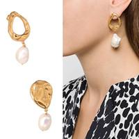 Encanto Diseñador Pendientes de lujo Joyería de Lujo Mujeres Barroco Pearl Freshwater Pearl Moda Temperamento Al vacío Asimetric Hoop