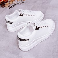 2019 autumn new women&#39s shoes Korean version of the wild low to help flat-bottomed street shooting students white women