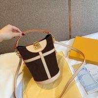 Tasarımcı-Yeni Lüks Duffle Trunk Omuz Çantası Tasarımcısı Kabartma Kabartma Rozeti Patates Kızartması Şekli Yıldız Kadın Omuz Kova Çanta