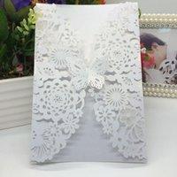 Tarjetas de felicitación 40pcs / pack Brillante Papel de perla Tarjeta de invitación de boda Flower Láser Corte tallado 3d Butterfly Invitaciones para la fiesta de cumpleaños