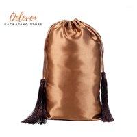 Venta al por mayor Bolsas de embalaje de extensión de paquetes de cabello virgen en blanco, bolsas de satén de seda de borla personalizada para el embalaje del cabello1