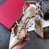 2021 Casual Tasarımcı Seksi Lady Moda Marka Kadın Moda Çivili Spike Noktası Toe Strappy Yüksek Topuklu Gelin Düğün Ayakkabı Ty Ayakkabı