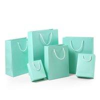 Bolsas de regalo de papel DIFERENTE Color Kraft Papel Bolsa de compras con manijas de ropa engrosada Almacenamiento Pounch Packaging Bolsas 0308Pack