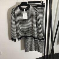 1105 2020 Kostenloser Versand Brief Crew Hals Schwarz Zwei Teile Sets Langarm Strickjacke Gleiche Stil Pullover Mode Pullover Qian