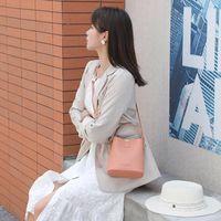 الصلبة الجديدة حقيبة كبيرة المحمولة حقيبة 2020 العصرية رسول حقائب أزياء السيدات الكتف دلو الفاخرة مصمم حقائب اليد