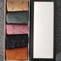 여성 클래식 편지 양말 여성 그릴 패션 크루 양말 캐주얼 코튼 양말 캔디 컬러 편지 인쇄 발목 양말 5 쌍 / 박스 인쇄