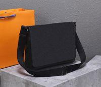 Designer di Lussurys Borse L 2021New Medium Postman's Satchel Soft in pelle morbida con cerniera liscia Perfectmanship Consigliato dal negoziante