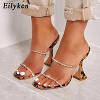 Eillken 2020 Новые Летние Женщины Тапочки Мода Тапочки Открытый Носок Кристалл Высокие каблуки Обувь Спайк Шкалы Леопардовые Сандалии 9 см Насосы F1231