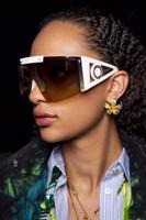 Kadınlar için 4393 Tasarım Güneş Gözlüğü Popüler Moda Güneş Gözlüğü UV Koruma Büyük Bağlantı Lens Çerçevesiz En Kaliteli Paket Ile Gel