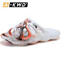 2020 Designer Kanye West Man Sneakers Steamers Men's Diapositive Unisexe Beach Pantoufles Sandales Sandales Hommes Casual Chaussures Q1202
