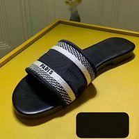Sıcak Kadın Slaytlar Sandalet Kadın Ayakkabı Terlik Yaz Moda Kaygan Kalın Flip Flop Sneakers Eğitmenler Çizmeler Topuk ayakkabı008 1239