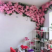 벚꽃 벚꽃 인공 꽃 분기 결혼식 아치 장식 복숭아 지점 배경 벽 매달려 가짜 꽃