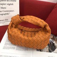 Горячие продажи Новые дизайнерские кошельки мягкие кожаные тканые сумки с завязанной модой ручной сумка для женщин мини-кошелек бесплатная доставка