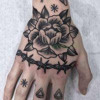 Tatuaggi temporanei tatuaggi impermeabili adesivi simbolo simbolo fiore triangolo indietro in mano tatto finto flash tatoo per ragazza donne uomini ragazzo