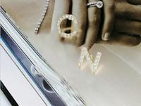 Diseñador de existencias Hot Designer Full Rhinestone / Letter Full Pearl Pendientes de borla para mujeres Fashion Asymmetric Stud Pendiente Joyería Regalos