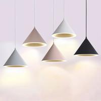 Nordic Simple Chandelier Moderno Personalidad Creativa LED Restaurante Luz Macaron Estilo Restaurante Colgante Lámpara Lámpara de barra