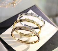 Europa américa estilo moda estilo senhora mulheres titânio gravado v Iniciais configurações diamante Empreinte pulseira pulseira 3 cor Q95783