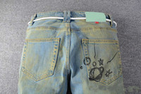 Высочайшее качество брюки Новые поступления мужские джинсы дизайнеры белого от света отражение FIT по прибытии Biker джинсы проблемные алмазные полосы размером 29-40