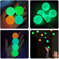Tavan Topları Luminescent Stres Kabartma Yapışkan Topu Glow Stick Duvara Ve Düşmek Yavaş Yavaş Yavaş Yavaş Yavaş Glow Oyuncaklar Çocuklar için Yetişkinler için Glow Oyuncaklar W-00536