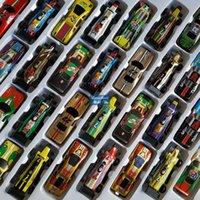 مصغرة الحديد الكرتون الملونة F1 سباق السيارات نموذج سيارة لعبة الجيب، سيارة رياضية مع المدرج، ووقف السيارات، عيد الميلاد طفل عيد ميلاد الصبي هدية، 3-3