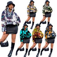 Kadın Aşağı Ceket Tasarımcısı Kişiselleştirilmiş Kamuflaj Graffiti Baskılı Fermuar Stand-up Yaka Ceket Bayanlar Yeni Moda Pamuk Giysileri 2020