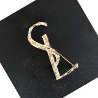 Nouvelle Arrivée Femmes Lettre Broche Célèbre lettre Broche Culture Broche Pin Mode Bijoux Accessoires Cadeau pour l'amour Haute Qualité