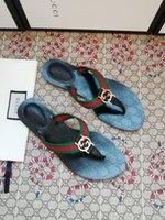 2021 유사한 44 명의 남성 여성 샌들 디자이너 신발 슬라이드 여름 패션 넓은 평면 미끄러운 슬리퍼 두꺼운 샌들 슬리퍼 플립 플롭 및 박스