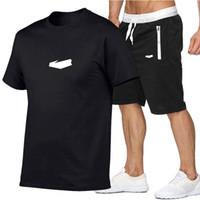 الرجال مجموعات الصيف الرجال s مصمم رياضية ملابس ملابس الرجال القمصان + السراويل القصيرة 2 قطعة ملابس السباحة مجموعة الركض الرياضية بدلات رياضية في الهواء الطلق