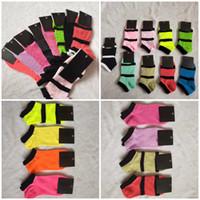 Mélangez les couleurs roses noires Chaussettes de la cheville Sports Check Filles Femmes Coton Sports Soupes Skateboard Sneaker 10 paires