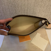 Высокое качество Новая сумка для рук Путешествия Туалетные изделия Чехол 26 см Защита Макияж Муфты Женщины Кожаные Водонепроницаемые косметические сумки для женщин с пылью