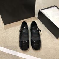 جديد 2020 مصمم المرأة الفاخرة النسائية جلد طبيعي المتسكعون مع horsenbit الانزلاق على الشقق أحذية الأزياءقناة أحذية العديد من الأساليب SHD12