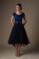 Royal Blue Black High Niski Modest Koktajl Suknie Krótki z Rękawami Cap Zroszony Aplikacje Koronkowe Aplikacje Krótkie Przód Długie Wteki Prom Dresses