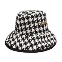 New Designer Bienen Herbst Winter Frauen Hahnstufe Bucket Hüte Mode UV Hut Damen Plaid Elegante Große Krempe Caps Brief Großhandel