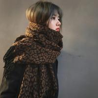 Sadece bir Moda Leopar Baskı Yün Eşarp Kadınlar Kışın Kalınlaşmış Sıcak Şal Çift Amaçlı Kaşmir Bib Sonbahar için