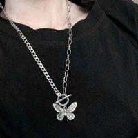 Collier super européen et américain Collier papillon féminin Chaîne de la clavicule de niche Design Titanium Steel Inster rétro Ancien Bracelet Pendentif