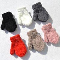 Accessori per capelli Coral Fleece Bambini Guanti invernali Warm Peluche Baby Girl Guanti Guanti Tinta unita Infante Bambino pieno dito Gloves1