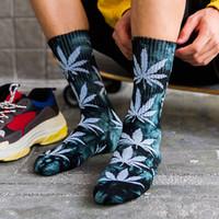 HOGLONYURE зимний кленовый лист галстуки носки мужская трубка корейский стиль утолщение половины уличных носков